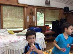 2018-09-20 Boys at grandparents' place (2)